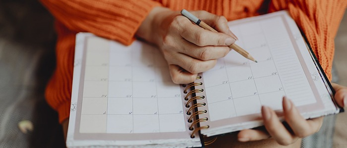 Learn French months with a calendar